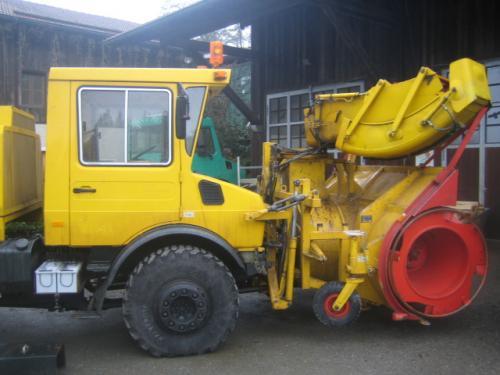 Unimog U1700 mit Fräßschleuder VS5-L